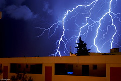 Eclairs (plastikman30) Tags: light sky cloud france pose photo reflex nikon ciel 1855mm nuage fr roussillon thunder languedoc element eclair gard francais nîmes d60 longue lightstorm foudre poselongue flickraward