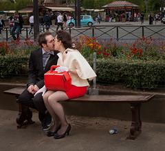 Le Baiser (Paris) (Guillem Calatrava) Tags: red paris love rouge rojo kiss amor amour vermell beso baiser pet