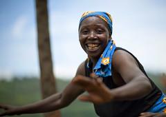 Nkombo island woman, Rwanda (Eric Lafforgue) Tags: africa woman smile outdoors happy dance african femme performance dancer danse rwanda afrika ethnic sourire commonwealth danser ethnicity afrique eastafrica africaine blackskin lookingatcamera centralafrica 1493 kinyarwanda ruanda indigenousculture peaunoire afriquecentrale  kivulake  regardcamera   republicofrwanda   ruandesa