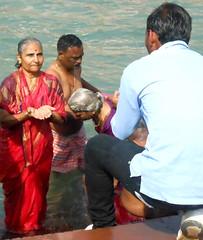 Bathers at Har-ki-pairi (bokage) Tags: woman india man ganga ganges ghat haridwar hardwar uttarakhand harkipairi
