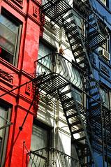 Les français à NY (DJ Axis) Tags: new york building wall rouge fire escape manhattan painted bleu residential secours blanc murs immeuble eacalier peinturés