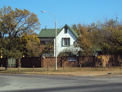 Boksburg 3 (Alejandro Gabriel Alonso) Tags: africa house corner southafrica casa esquina joburg boksburg johannesburgo sudáfrica