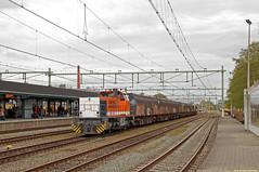 20160430 LC 1506 + leeg afval, Apeldoorn (Bert Hollander) Tags: type loc wit trein apeldoorn oranje apd locomotief lbl dloc slps 1506 locon g1206 huisvuilwagens 50081vamamfge