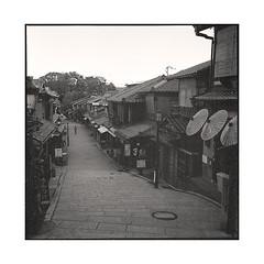 morning  kyoto, kansai  2015 (lem's) Tags: street morning japan rolleiflex kyoto alone pedestrian rue kansai japon matin seul planar passant