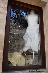 Λίνδος Lindos (Eleanna Kounoupa) Tags: white hat reflections islands dress greece rodos lindos vitrines ελλάδα λευκό dodecaneseislands νησιά δωδεκάνησα ρόδοσ λίνδοσ αντανακλάσεισ καπέλο άσπρο βιτρίνεσ φόρεμα