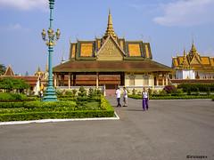 Phnom Penh # 100_1104 # KonicaMinolta Dimage G600 - 2005 (irisisopen f/8light) Tags: color digital minolta konica farbe dimage g600 irisisopen