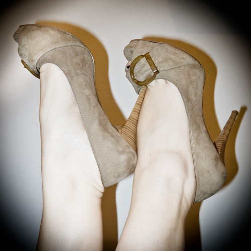 http://hellunderheels.blogspot.it/2012/03/bea.html