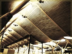 Baraja's airport (sergio.pereira.gonzalez) Tags: madrid blancoynegro blackwhite airport spain noiretblanc samsung espana aeropuerto espagne t4 terminal4 baraja aéroport sergiopereiragonzalez
