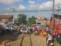 Cambodian Level Crossing Discipline... (Barang Shkoot) Tags: station cambodia sihanoukville traffic railway levelcrossing trr gradecrossing rotfai khmer1011