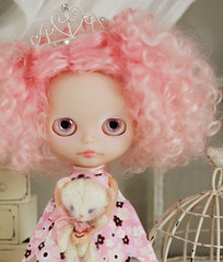 Emma & Lillian (Ragazza*) Tags: doll mohair airbrush ringlets customblythe handmadebear petitewanderlings jaszmadeflowerdress emmabloom lillianscrimpetvonpinktea