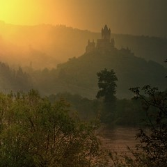 The 1000 AD Cochem castle overlook's the Mosel River (Bn) Tags: sun sunlight mist castle history rain fog fairytale river germany point geotagged deutschland spring high topf50 ray view magic dream battle charm topf300 vineyards valley alemania knight layers schloss viewpoint topf100 defense cochem topf200 impressive steep mosel rheinlandpfalz moselle reichsburg moezel 100faves 50faves 200faves 1000ad reichburg 300faves geo:lon=7161069 rijksburcht geo:lat=50148520