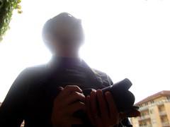 Da un grande obettivo derivano grandi responsabilit (Colombaie) Tags: persona nikon io uomo autoritratto lente controluce macchinafotografica nuova 3100 obiettivo scatto macchinetta maschio costosa risparmio