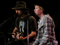 Eddie Vedder & Beck (the_way_finds_you) Tags: ukulele beck eddie eddievedder bridgeschool vedder bridgeschoolbenefit