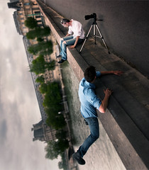 Inception (A-lain W-allior A-rtworks) Tags: bridge paris men fly nikon levitation pont vole hang homme volant inception d300s reversé