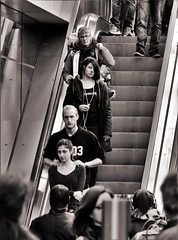 Escalator (heiko.moser) Tags: street city portrait people bw woman streetart man blancoynegro canon person mono women eyecontact leute noiretblanc candid strasse escalator young younglove teens streetportrait nb menschen teen sw bern mann monochrom publicity potrait schwarzweiss nero youngwoman personen discover rolltreppe streetfoto einfarbig schwarzweis eyecatch blackwihte entdecken streetfotografie heikomoser