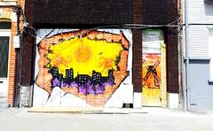 Le tag. Ou comment emblir une vitrine ferme. Lille (fourmi_7) Tags: graffiti magasin place couleurs tag lille nord travaux dessins vitrine ferm friches