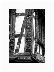 Rue Mercire (Guillaume et Anne) Tags: street city bw france canon noiretblanc nb strasbourg cathdrale alsace f2 135 135mm 6d 135mmf2 ef135