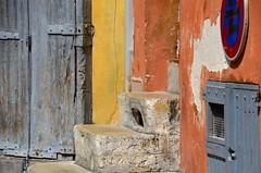 (Jean-Luc Lopoldi) Tags: stairs soleil pierre peinture porte mur escalier sud ocre marches vieilleville dcrpi panneauroutier