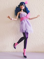 The bands break up Mary 'stormer' Phillips by integrity toys. On stage collection (trulytrulyoutrageous) Tags: fashion doll onstage misfits jemandtheholograms stormer integritytoys maryphillips thebandsbreakup