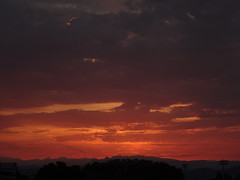 La Provence @ Dawn (Hlne_D) Tags: cloud mountain france alps montagne alpes sunrise dawn paca provence nuage leverdesoleil aube alpesdehauteprovence ahp manosque provencealpesctedazur hlned