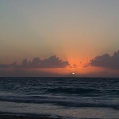 Sunrise VI.jpg (Bob's Corner) Tags: sunrise mexico riviera maya mexique rivieramaya canonefs1585mmf3556isusm