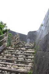 暴風雨の中の首里城