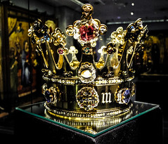 Crown of Margaret of York, 1461 n the Aachen Cathedral (Aachener Dom) Treasury - Aachen Germany (mbell1975) Tags: world heritage church abbey st museum deutschland gold golden krone site europe king museu roman dom mary charlemagne great royal kirche eu chapel charles muse musee m unesco holy german empire imperial karl crown museo kaiser jewels der magnus muzeum mnster emperor augustus kloster franks deutsch whs grose kirke schatz kapelle carolus kammer mze kaiserdom karolus i rmischer museumuseum charlemagnes aachennordrheinwestfalengermanycrownofmargaretofyork 1461ntheaachencathedralaachenerdomtreasuryaachengermany