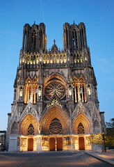 Reims cathedral at dusk (DameBoudicca) Tags: france tower church frankreich torre tour cathedral dusk gothic kathedrale catedral iglesia kirche medieval notredame chiesa cathdrale torn turm reims francia glise middleages gothique gotik kyrka medioevo cattedrale frankrike gotico moyenge skymning mittelalter gtico katedral edadmedia medeltiden