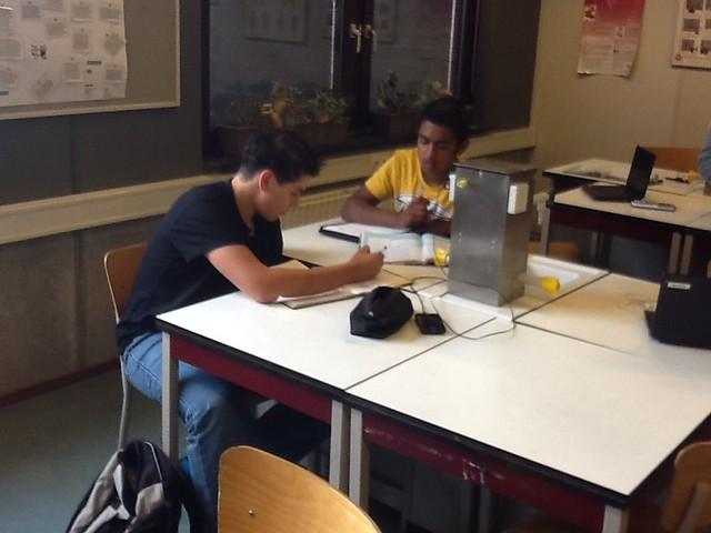 #tweevakkengeflipt Leerlingen maken opdrachten