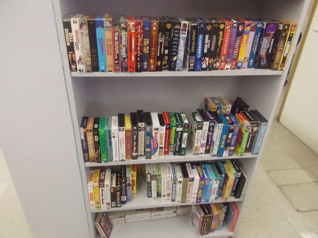 Vhs Tapes At Goodwill Selah Wa Crainbebo Tags Washington Store Video Jpg 1024x768 Bookshelf Ebay