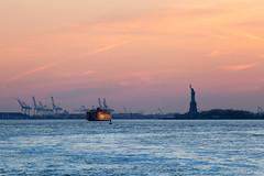 New York (Guido Barberis) Tags: new york nyc usa apple statue brooklyn liberty grande big nuova mela