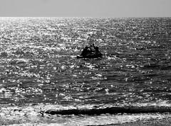 Cwch gwynt (Rhisiart Hincks) Tags: sea summer blackandwhite bw mer seascape blancoynegro silhouette wales bag boat cymru may gales aberystwyth mai inflatable verano t muir wallis ceredigion southbeach sparkling mor blancinegre mr uda silhueta cardiganbay galles haf txalupa itsaso blancetnoir cwch baeceredigion  duagwyn kembre anbhreatainbheag silueto cysgodlun uels czarnobiae zuribeltz samhradh feketefehr kembra  traethyde dubhagusbn gwennhadu lintrus sziluett siyahvebeyaz bta zilueta  bateaugonflable juodairbalta hav siluet  pefriol mizmae melnsunbalts silwt morlun negruialb achuimrigh dubhagusgeal ledskeud  rnoinbelo