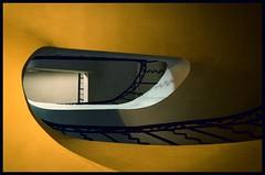 Muse Edgar Melik  @  Cabris (sunnybille) Tags: france detail lines yellow architecture jaune canon frankreich curves stairwell stairway treppe gelb architektur perspektive lignes escaliers treppenhaus 2015 blicknachoben linien courbes lichtundschatten kurven cagedescalier cabris chteaudecabris museedgarmelik edgarmelik