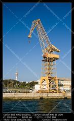 Crane in the port (__Viledevil__) Tags: sea espaa port work puerto harbor muelle mar trabajo dock day crane working cable anchorage maritime embarcadero cadiz concept naval load da reparation trabajando astilleros dockyards martimo gra concepto carga reparacin portuario