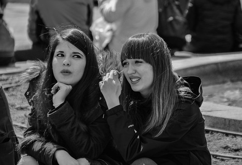 Two girls. Dos chicas. Madrid.