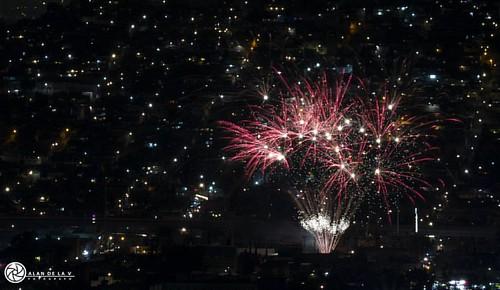 Con motivo de San Juan así estaban mis vecinos la semana pasada 🎆 #fuegosartificiales #pirotecnia #fireworks #pyrotechnics #paisaje #paisajeurbano #urbanscape #landscape #mextagramers #mextagram #photoofday #photojournalism #picoftheday #instame