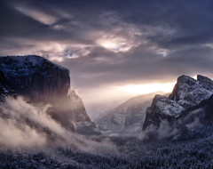 Morning has broken (Luvin' the light) Tags: snow fog clouds sunrise valley yosemite yosemitenationalpark elcapitan bridalveilfalls raysoflight tunnelview clearingstorm carvedbyglaciers hintofhalfdome