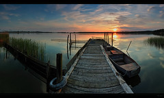 enjoy the silence II (FH | Photography) Tags: panorama boot sonnenuntergang natur landschaft horizont steg abendstimmung abends fischerboot treffpunkt romantisch frankherrmann