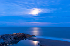 moonlight (hunter of moments) Tags: ocean light sea moon luz night landscape mar nikon stones paisaje luna nocturna bluehour rocas ary largaexposicin d5000 horaazul