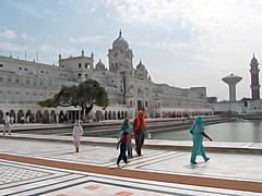 Amritsar, India (Globetreka) Tags: india amritsar allpeople fotoclub flickrtoday flickrrr beautifulshot visittheworldthetravelguide worldwidewanderingatravelatlas checkoutmynewpics theworldinflickr ringexcellence