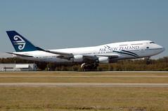 ZK-SUJ 'Auckland' Boeing 747-4F6 Air New Zealand (Robert Frola Aviation Photographer) Tags: nikond70 2006 boeing boeing747 airnewzealand ybbn zksuj boeing744 brisbanespottersweekend2006