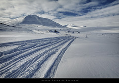 United Color of Svalbard (bgspix) Tags: snow ice norway canon interesting tracks svalbard arctic polar snowmobile longyearbyen northpole uwa spitzberg efs1022 unitedcolor eos60d bgspix