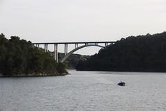 equilibrio (anvaliri) Tags: bridge sea canon puente boat mar barco croatia krka 1585