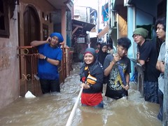 "Bakti Sosial Mapala Sakuntala Posko Banjir • <a style=""font-size:0.8em;"" href=""http://www.flickr.com/photos/24767572@N00/27069207442/"" target=""_blank"">View on Flickr</a>"