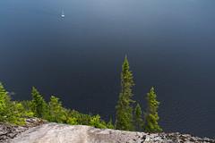 Voilier navigant le fjord (montrealrider) Tags: fjorddusaguenay nikkor20mmf35ai