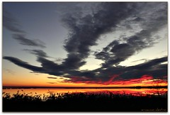 nuvole come un'immensa mano! ***explore!*** (erman_53fotoclik) Tags: tramonto nuvole cielo riflessi deltadelpo
