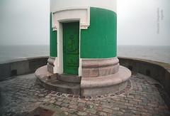 France : Normandie, Seine-Maritime (76), Le Trport ((vincent desjardins)) Tags: sea mer lighthouse france pier mar meer mare zee normandie normandy  phare manche englishchannel havet jete letrport sj seinemaritime morze  farraige havs sj