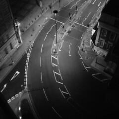 late last night i saw no lion (DREASAN) Tags: road urban london westminster night intersection roadsigns lookingdown emptystreet dreasanpics 12rhfloor zeichenaufasphalt