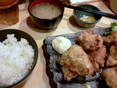 Deep-fried chicken luch set from Kuchan @ Ichigaya (Fuyuhiko) Tags: from chicken set tokyo   luch  deepfried ichigaya     kuchan