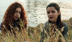 my sun, my lake, my flowers, you my gorgeous fairies (Marianaok_) Tags: ladies nature canon retrato venezuela portait grunge